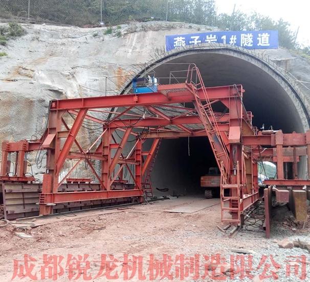 双线铁路隧道水沟电缆槽全自动液压台车1